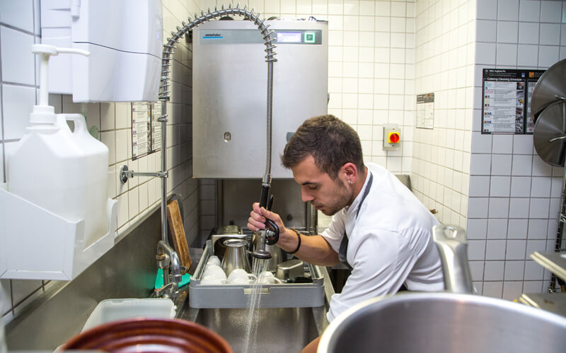 empleos en el extranjero - kitchen porter