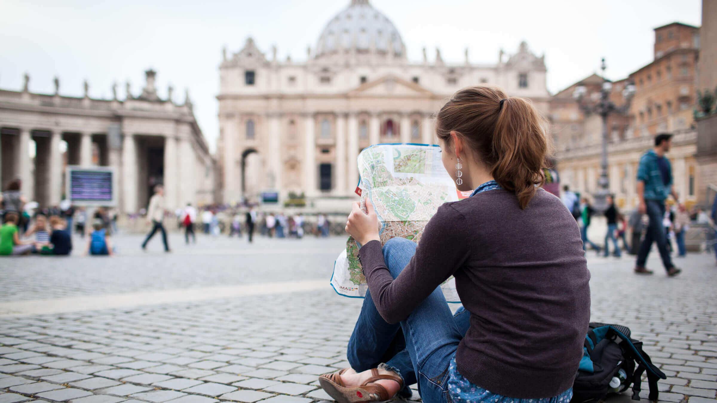 viajar solo al extranjero - haz una búsqueda sobre el destino antes de viajar